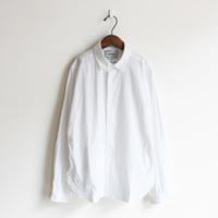 心地よさと、品のよさと。新生活にYAECA(ヤエカ)の白いシャツを手に入れて
