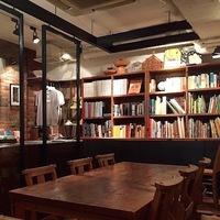 コーヒー飲みながらのんびり。訪れてみたい東京都内の本カフェ