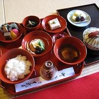 京都を旅するなら。お寺でゆっくりと精進料理を味わってみませんか。
