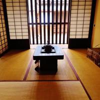 【奈良】町家の格子戸、軒先の身代わり申。江戸時代の風情が漂う「ならまち」の魅力