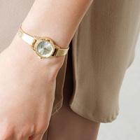 女性らしさをまとう。可憐で上品な「腕時計」おすすめ6選