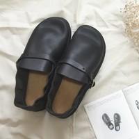 夏こそ『オーロラシューズ』。素足や薄手の靴下に合わせて