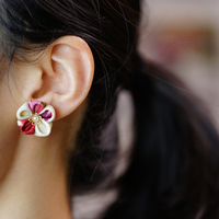"""艶やかに慎ましやかに。世界が注目、日本の伝統花飾り""""つまみ細工〔KANZASHI〕"""""""