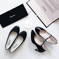 """カジュアルにもおめかしにも合う万能カラー。やっぱり便利な""""黒い靴"""""""