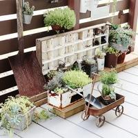 自宅ベランダをカフェのように♪ 狭くても快適空間に変えるアイディア集