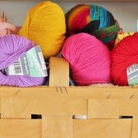 編み針は使いません!毛糸を使って、気軽に簡単ハンドメイド♪