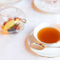 優雅でかわいく紅茶をアレンジ。旬の果物でつくる【フルーツティー】レシピ