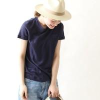 """クルーネックTシャツは""""サイズ感""""がポイント。シンプルが映えるおしゃれな着こなし&コーデ"""