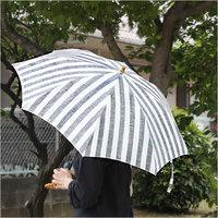 色も柄もいろいろ。お気に入りの「傘」で、雨の日もいい気分♪
