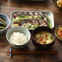 【連載】冨田ただすけさんの「旬の献立」 Vol.7-初夏だから。今夜は『かつおのたたき』定食にします
