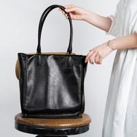 大人になったらひとつは持っていたい。機能的でシンプルな本革のバッグ