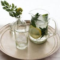 夏のおしゃれな食卓・インテリアに。透明なガラスの器と雑貨を取り入れて