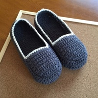 ルームシューズにもなるよ♪あったかい手編みの「靴下カバー」を手作りしよう!