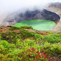 荒涼とした山肌と色を変える湖。一度は訪れたい「宮城蔵王の御釜」と立ち寄りスポット