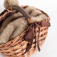 寒い季節も使いたい!秋冬仕様のかごバックと衣替えのアイデア帳