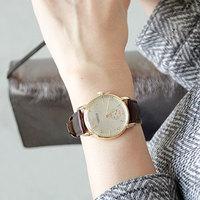 袖からチラリと覗く大人アイテム。毎日のお供に素敵な腕時計を選んでみない?
