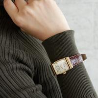 手首にさりげなく気品をプラス。シックな秋コーデに馴染む大人の「腕時計」