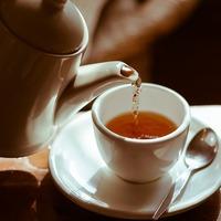 丁寧に紅茶を淹れて…。秋の夜長の素敵な時間の過ごし方