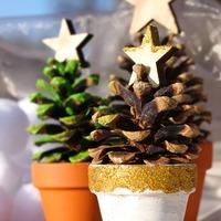 今年は手作りクリスマス★素朴でかわいい!松ぼっくりがクリスマス仕様に大変身♪