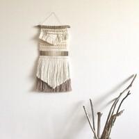 毛糸で壁面を飾ろう♪簡単フリンジ・ポンポン・タッセルの作り方