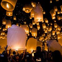 言葉にならない美しさ。タイ・チェンマイの「イーペン祭」を覗いてみませんか…♪