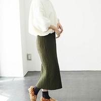 スカートをニットに変えたら、何だか新鮮な着こなしになりました。