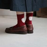 いざ、靴を脱ぐお店でも大丈夫!ちらりとのぞく「靴下」のおしゃれな足元コーデレッスン帖