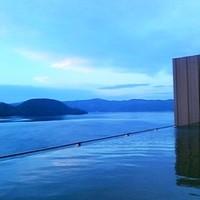 空と海の大パノラマが魅力。全国の「インフィニティ風呂」をご紹介