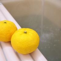 """寒い日は「○○風呂」で温まろう!身近な素材で楽しむ""""天然の入浴剤"""""""