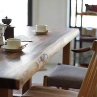 無垢材の優しさに包まれて。100年後も愛される家具「cachito furniture」で部屋づくり
