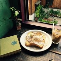 """""""京都""""に行ったら寄ってみて♪  こころが動く《本と料理》に出会える「ブックカフェ」4選"""