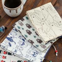 紙も、布も、折るだけ簡単。読書の秋を彩るブックカバーの作り方