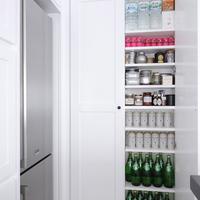 キッチンに欲しいもの、それは「パントリー」!皆さんの素敵な収納術とDIYアイディア集