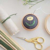 「刺繍」で綴るハンドメイド集*身の回りの小物たちを可愛く印象チェンジしよう