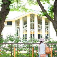 """春はゆったりレトロ建築巡りへ。花々との調和が美しい""""東京""""の歴史感じる【洋館】案内"""