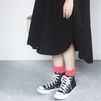 """足元なら、トライしやすい◎春の""""柄物・差し色コーデ""""は《靴下》で楽しみましょ"""