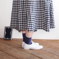 春コーデに取り入れて。ナチュラルファッションにおすすめの『白シューズ』10選