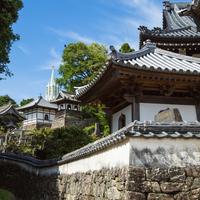 長崎のここにしかない風景。離島の「美しい教会」と市内の「歴史ある神社仏閣」の旅