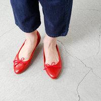 キレイめスタイルにも◎楽なのに女性らしい「フラットシューズ」でつくる大人の足元