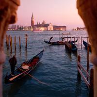 大人のノスタルジーを誘う。イタリアの水上都市「ヴェネチア」で上質なバカンスを