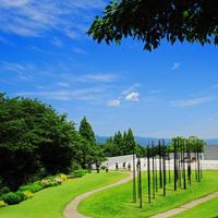 花咲き誇る庭園で、アートと食に満たされる。「静岡・クレマチスの丘」で大人の休日を