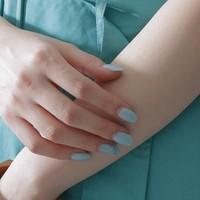 指先を涼しげに彩る*爽やかなカラーや素材で魅せる『夏ネイル』を楽しもう♪