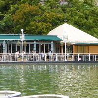都心でプールや水辺のそばで憩える♪心地いい「テラスの特等席」があるカフェ特集