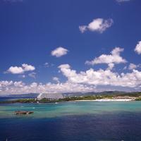 陽射しを浴びて煌めく白砂と透き通る海を求めて~沖縄県でのおすすめビーチ6選~(本島編)