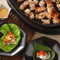 サンチュでくるんでヘルシーに!韓国の肉料理「サムギョプサル」でにぎやかパーティー♪