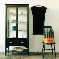 お気に入りをどう飾る?『ガラスの戸棚』のある、ちょっと素敵な暮らし。