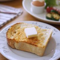 パンの香りでむかえる、心地よい朝*あつあつの焼きたてパンを朝食に。