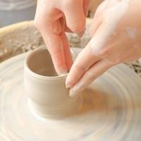 わたしだけの器づくり。大人の習い事「陶芸」の基本と《おすすめの学び方》ガイド