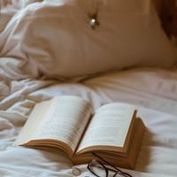 一日の終わりを穏やかに…。眠る前の「読書タイム」におすすめの本【9篇】