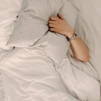 """朝から晩の""""生活リズム""""を整えて。心地よく眠るための一日の過ごし方"""